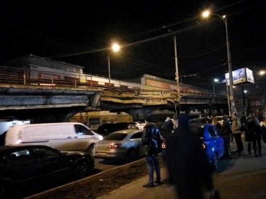 Из-за рухнувшего Шулявского моста Виталия Кличко призывают подать вотставку